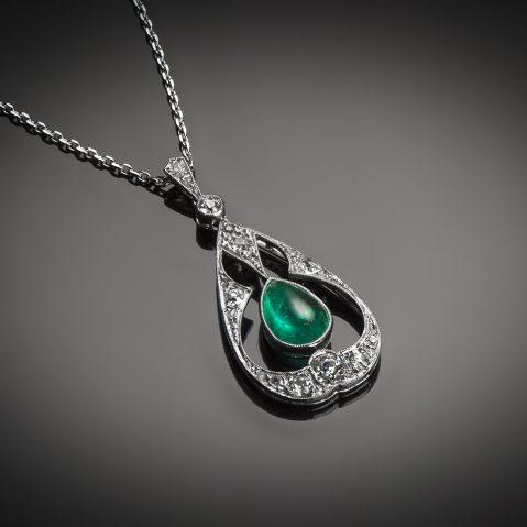 Pendentif émeraude cabochon diamants Art Déco (vers 1930)