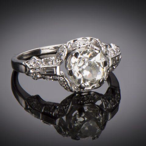 Bague Art Déco diamants (2,30 carats dont central 1,60 carat)