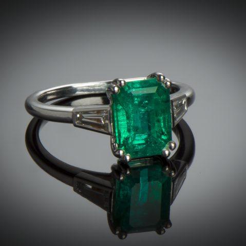 Bague Cartier émeraude (certificat LFG) diamants