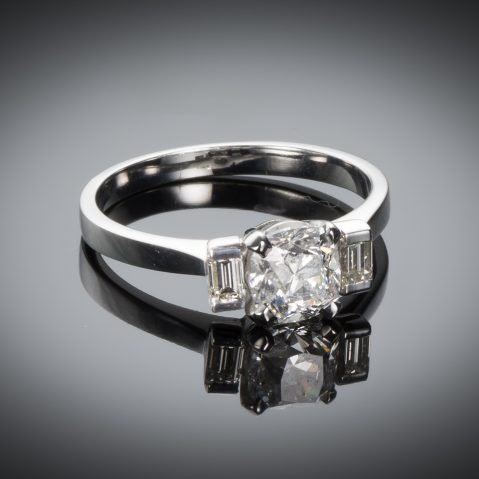 Bague solitaire diamant coussin 1 carat (certificat HRD)
