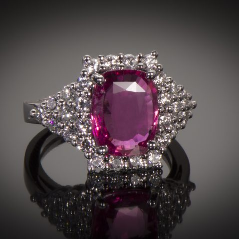 Bague saphir rose naturel (4,44 carats, certificat LFG) diamants