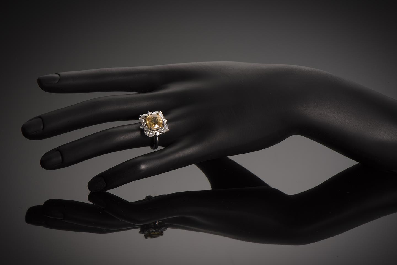 Bague saphir jaune naturel (5,77 carats, certificat MGL) diamants-2