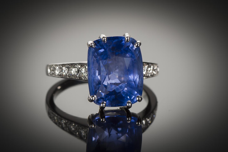 Bague saphir naturel bleu intense (9,55 carats – Certificat CGL) diamants-1