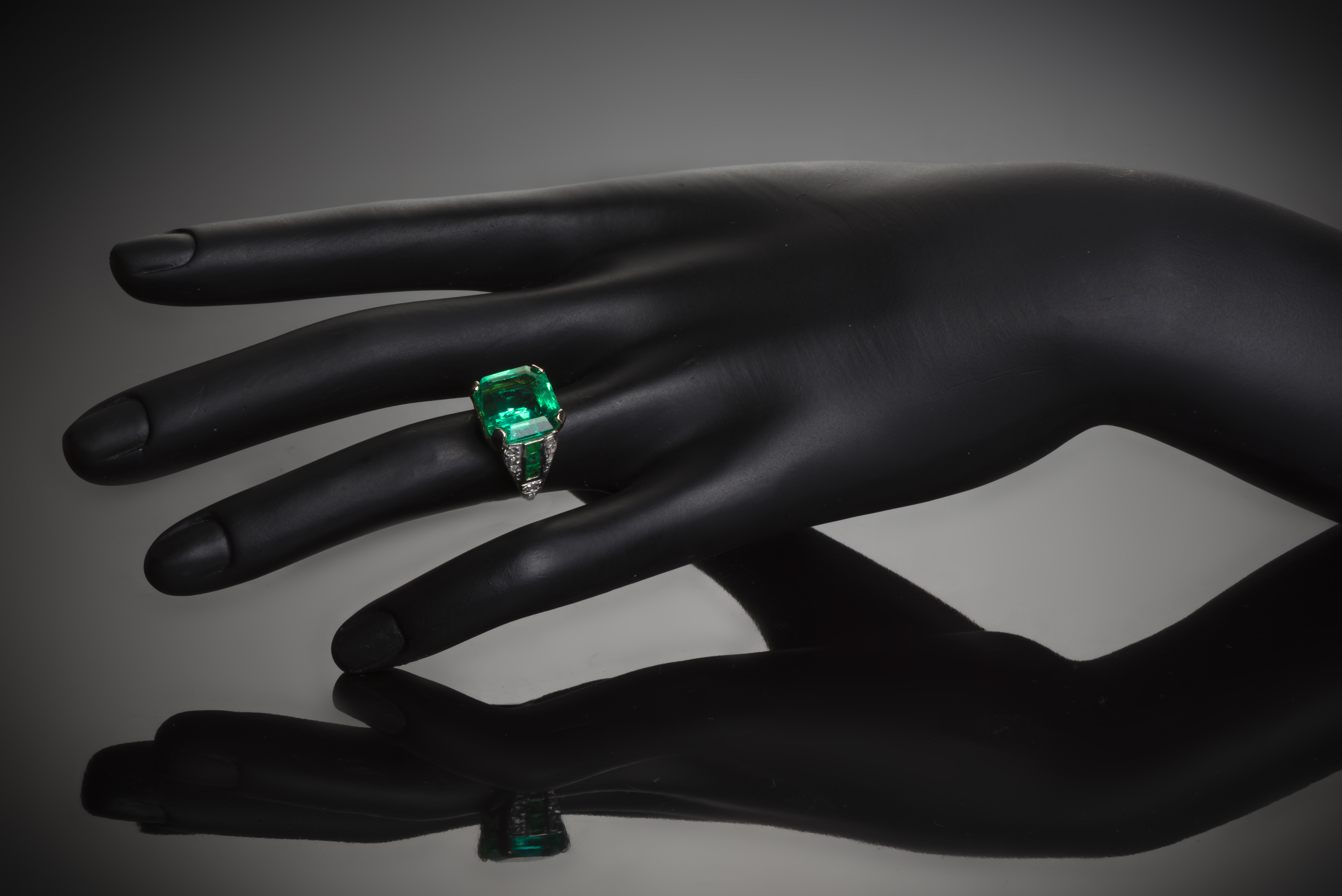 Bague Art Déco émeraude Colombie (7,12 carats certificat Gem Paris) diamants-3