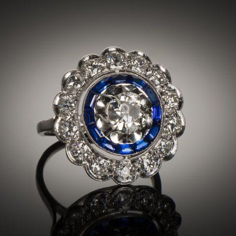 Bague diamants (2,70 carats) saphirs calibrés Art Déco