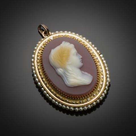 Cameo pendant (4.5 x 3.5 cm)