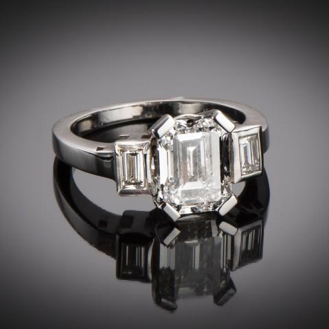Solitaire ring rectangle diamond 3.03 carats (LFG certificate)