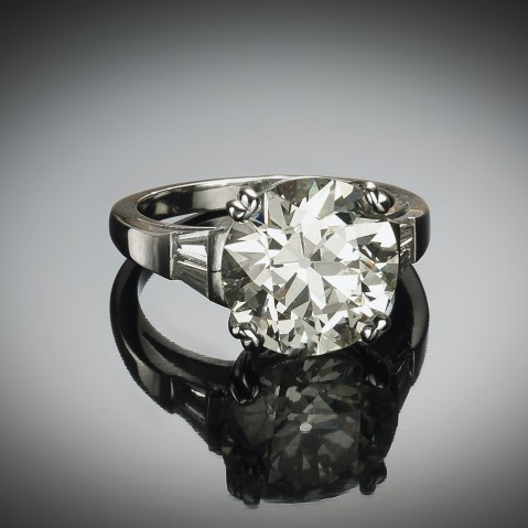 Diamond ring (6.24 carat – certificate) platinum