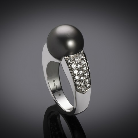 Boucheron pearl diamond ring
