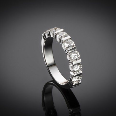 Diamond ring (E VS1 GIA certificates)