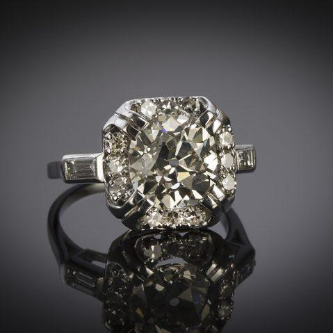 French Art Deco diamond ring (4.30 carats including main diamond 3.38 carats, certificate)
