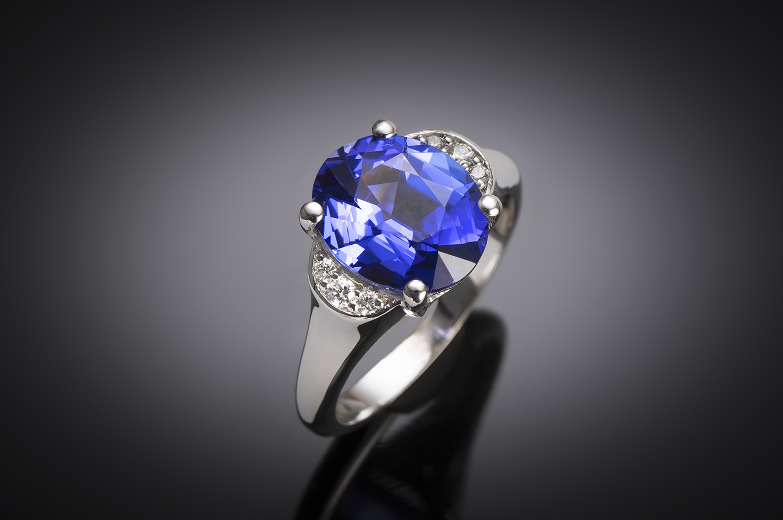 Tanzanite ((3.76 carats) and diamond ring-1