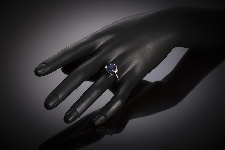 Tanzanite ((3.76 carats) and diamond ring-2