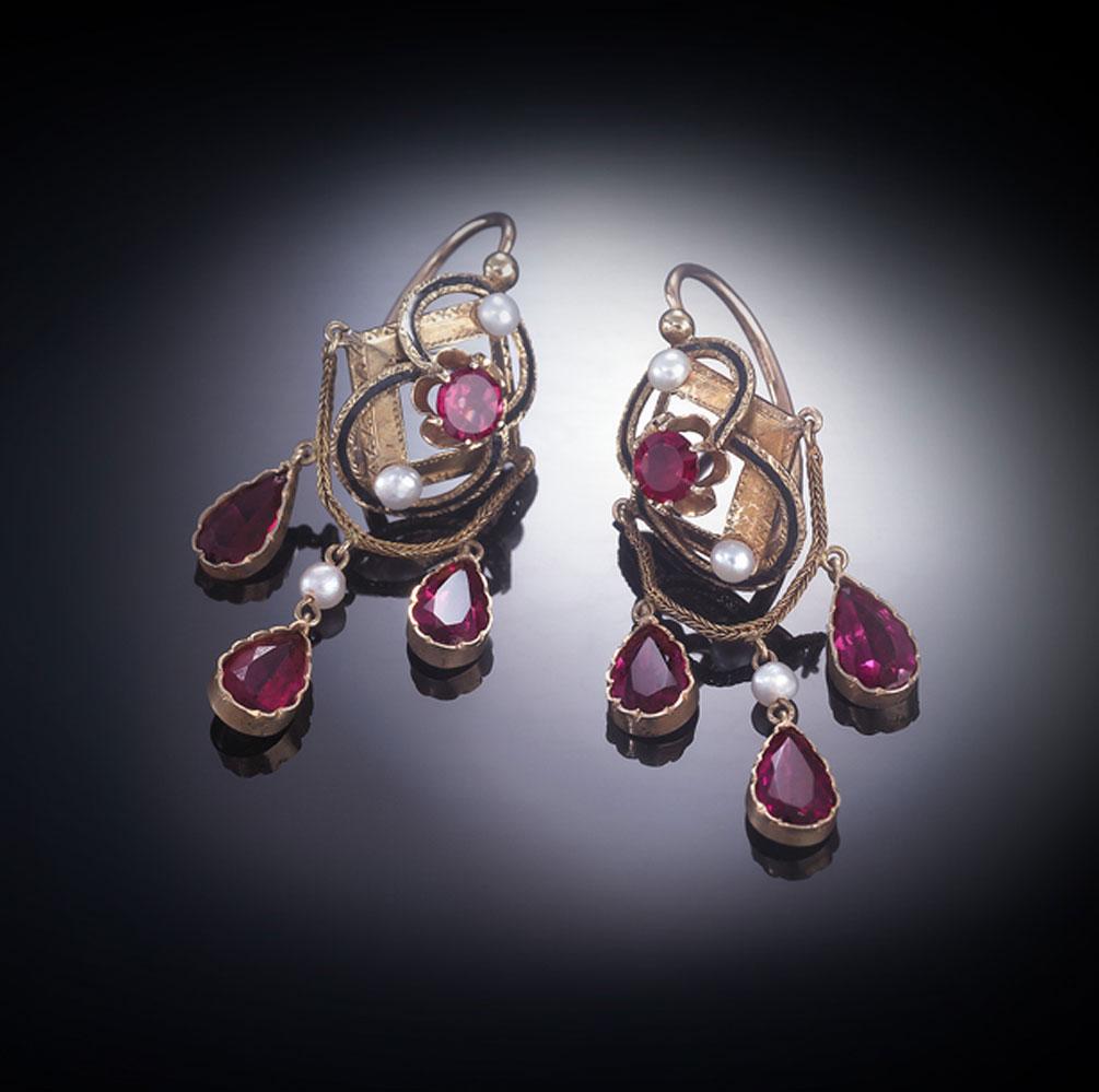 Pendants d'oreilles émaillées grenats perles fines Napoléon III (1851 – 1871)-1