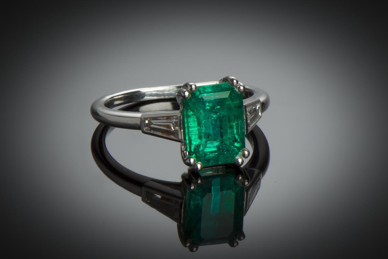 Bague Cartier émeraude (certificat LFG) diamants-1
