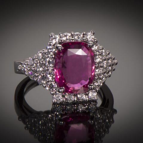 Bague saphir rose naturel (4,44 carats, certificat LFG) diamants