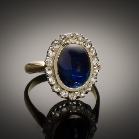 Bague saphir cabochon (8,50 carats) diamants début XXe siècle