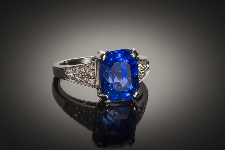 Bague saphir naturel bleu intense (5,74 carats – Certificat LFG) diamants-1