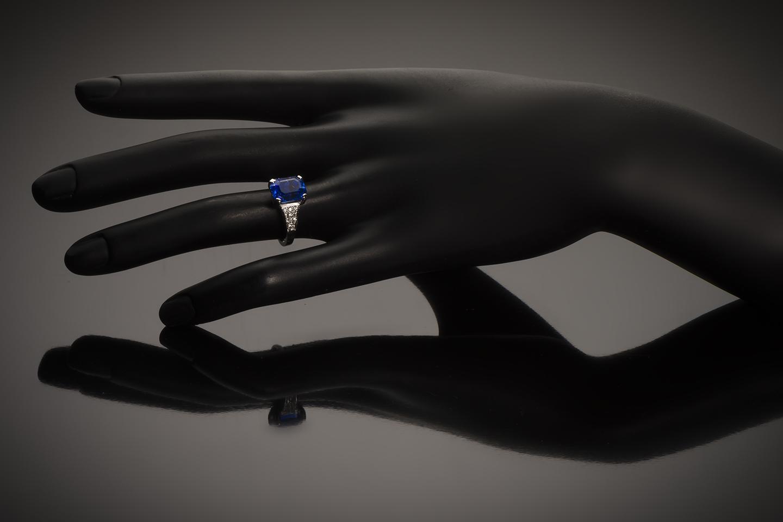 Bague saphir naturel bleu intense (5,74 carats – Certificat LFG) diamants-2
