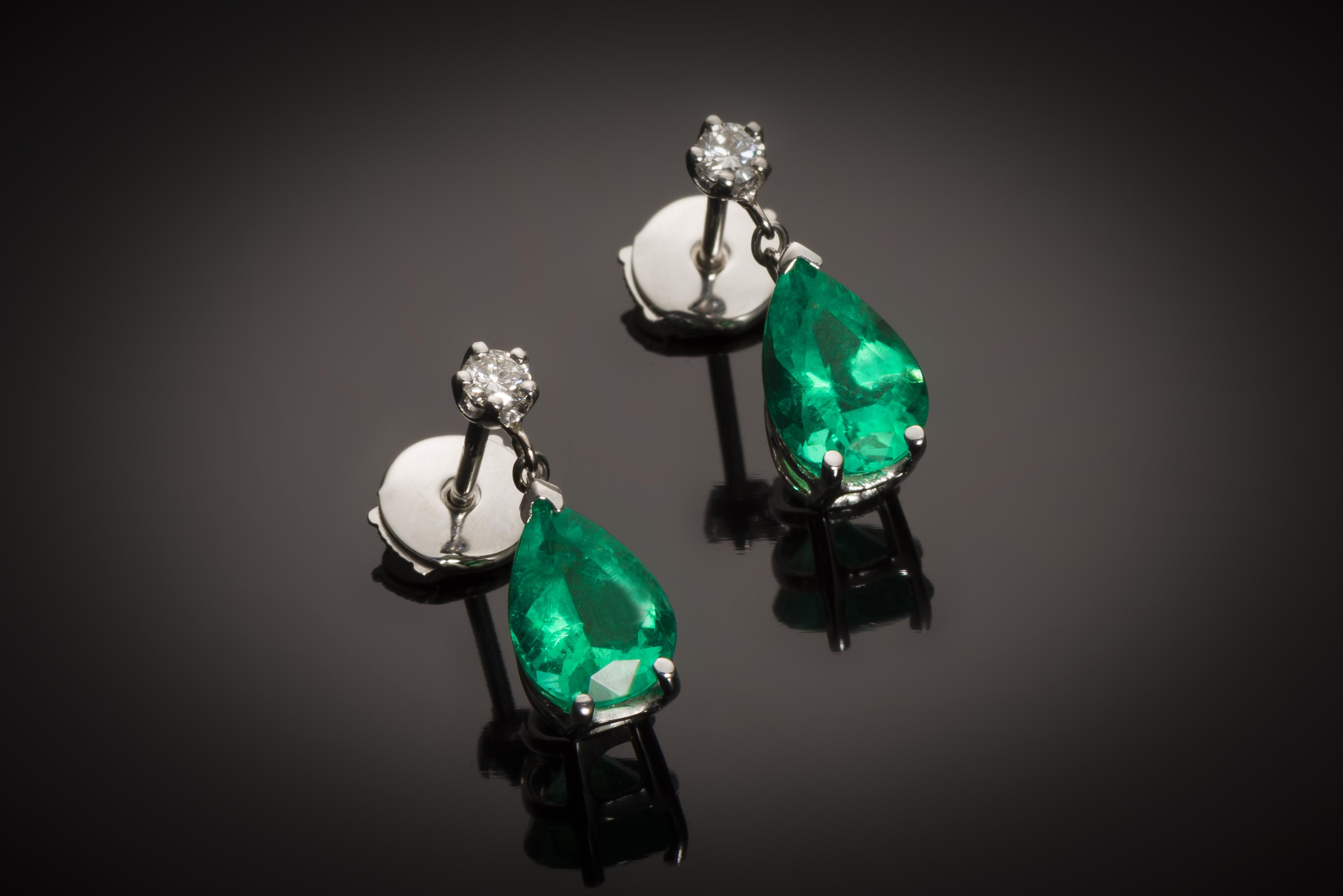 Boucles d'oreilles émeraudes vert intense 3,28 carats (certificat CGL) diamants-1