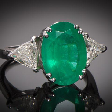 Bague émeraude vert intense (4,56 carats – Certificat CGL) diamants