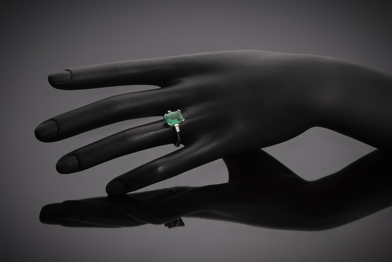 Bague émeraude vert intense (2,57 carats – Certificat CGL) diamants-2