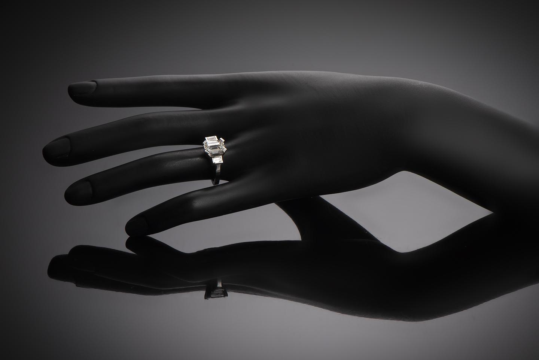 Bague solitaire diamant rectangle 3,03 carats (certificat LFG)-2