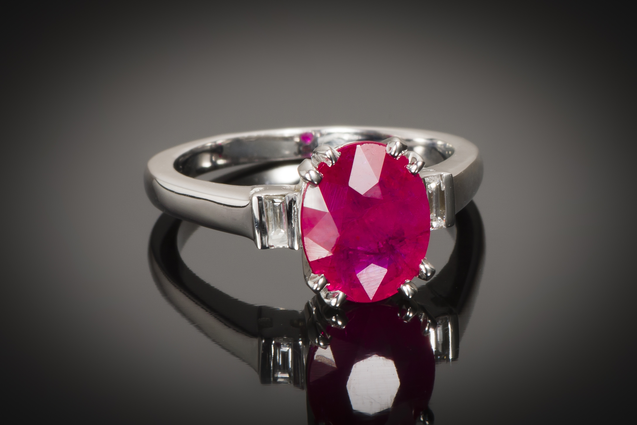 Bague rubis rouge intense (certificat CGL) diamants-1