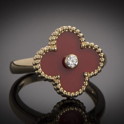 Bague Van Cleef & Arpels vintage Alhambra diamant cornaline