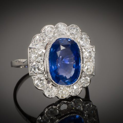 Bague Art Déco saphir naturel bleu intense (3,92 carats, certificat CGL) diamants