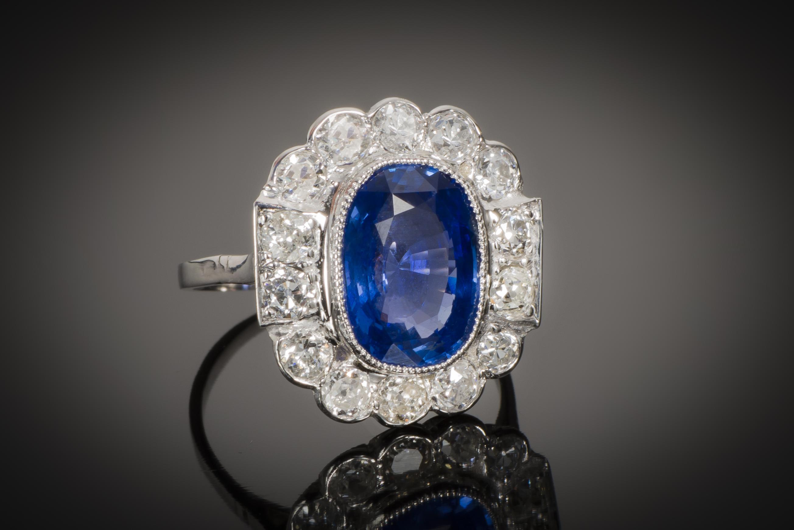 Bague Art Déco saphir naturel bleu intense (3,92 carats, certificat CGL) diamants-1