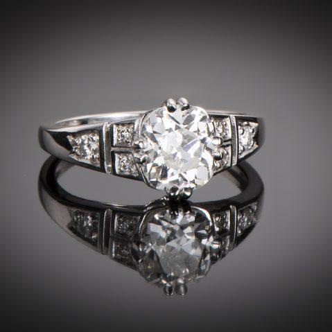 Bague solitaire diamant coussin 1,73 carats (certificat LFG) platine