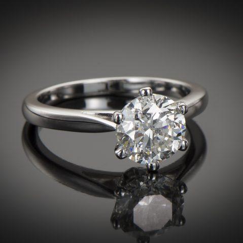 Bague solitaire diamant brillant 2 carats (certificat HRD)
