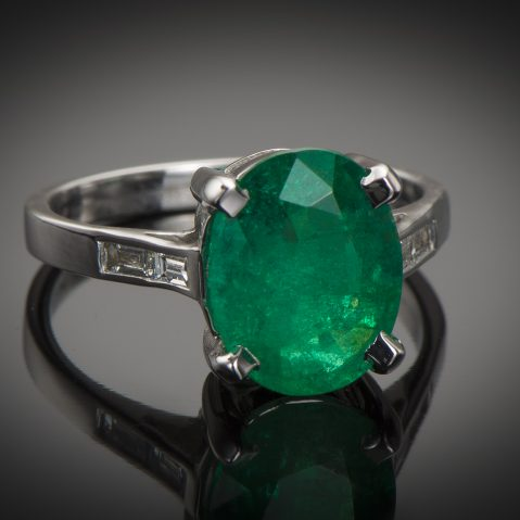 Bague émeraude vert intense (3,26 carats – Certificat CGL) diamants