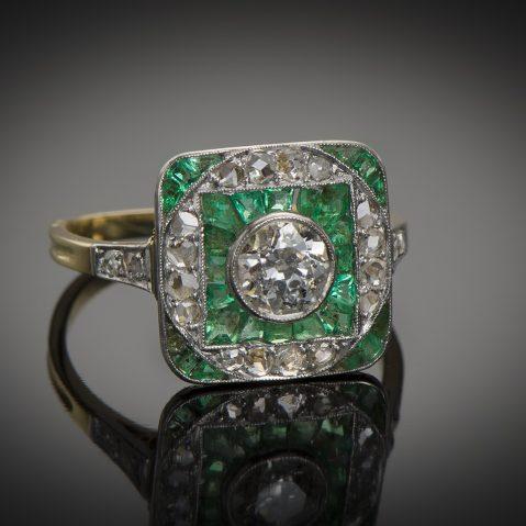Bague Art Déco diamants émeraudes calibrées
