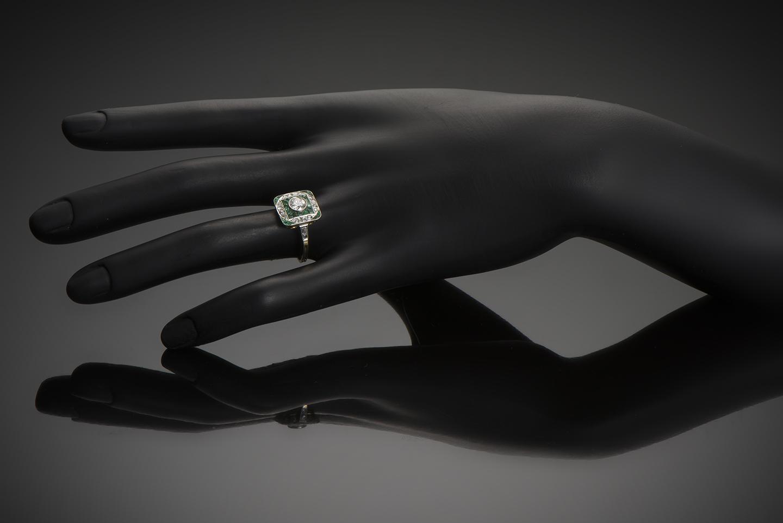 Bague Art Déco diamants émeraudes calibrées-2
