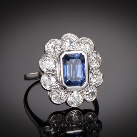 Bague Art Déco saphir bleu intense (3,50 carats, certificat CGL) diamants (1,80 carat)