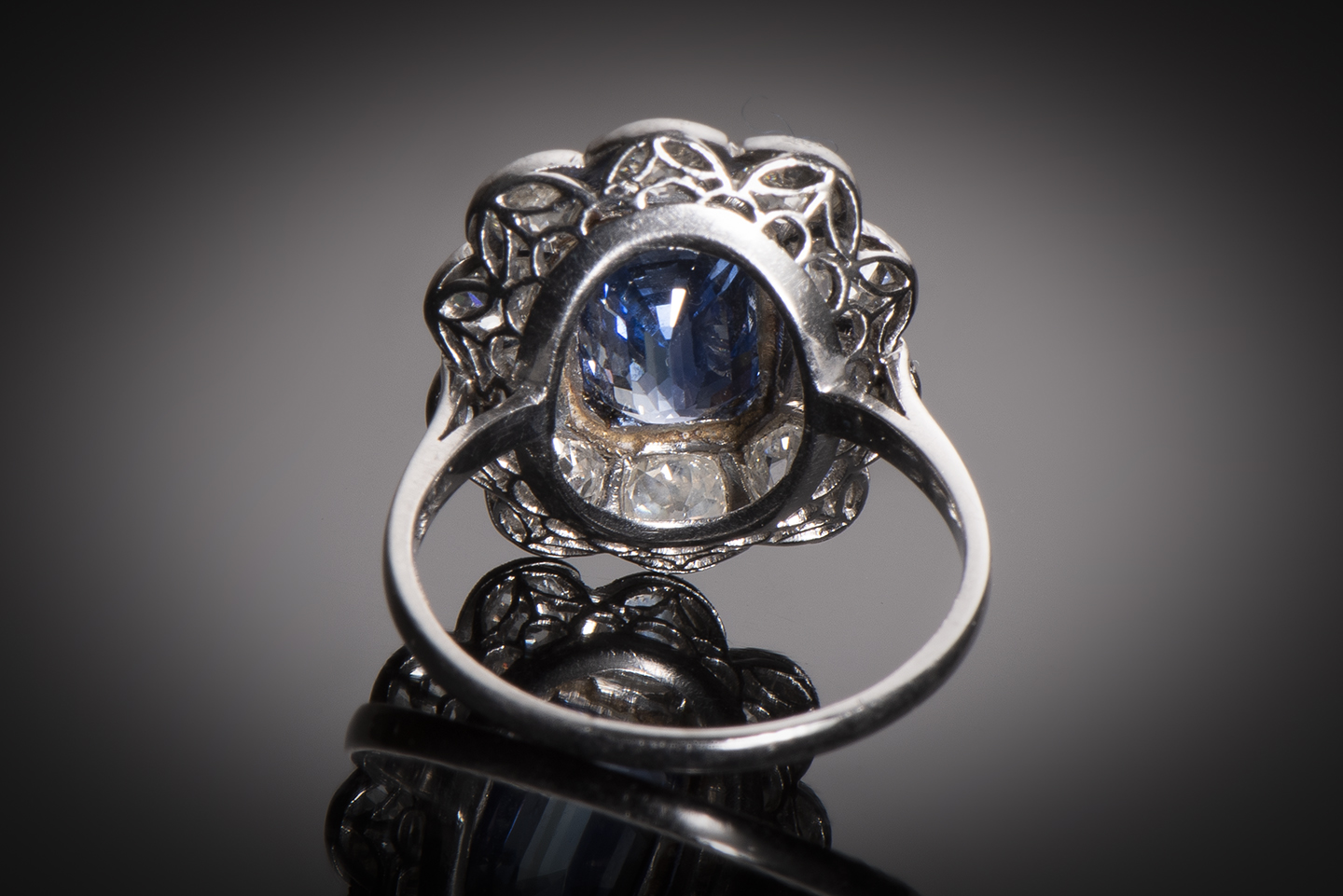 Bague Art Déco saphir bleu intense (3,50 carats, certificat CGL) diamants (1,80 carat)-2