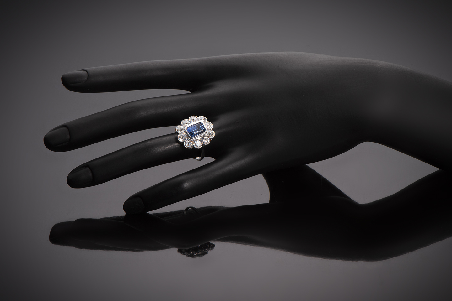 Bague Art Déco saphir bleu intense (3,50 carats, certificat CGL) diamants (1,80 carat)-3