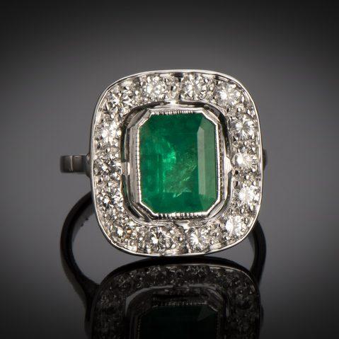 Bague Art Déco émeraude vert intense (certificat CGL) diamants