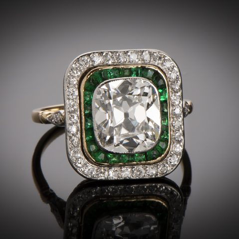 Bague diamants (centre de 2,80 carats) et émeraudes vers 1910 – 1920 (poinçon : tête de cheval)