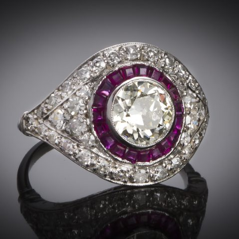 Bague Art Déco diamants (2,30 carats dont centre 1,10 carat) rubis