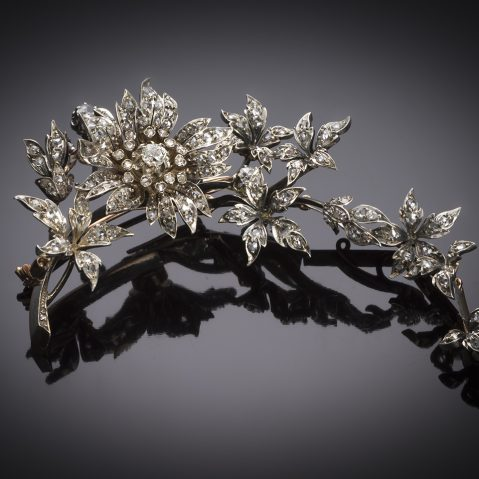 Grande broche « Trembleuse » à décor de fleurs d'églantier entièrement sertie de diamants (longueur 12 cm) – Epoque Napoléon III