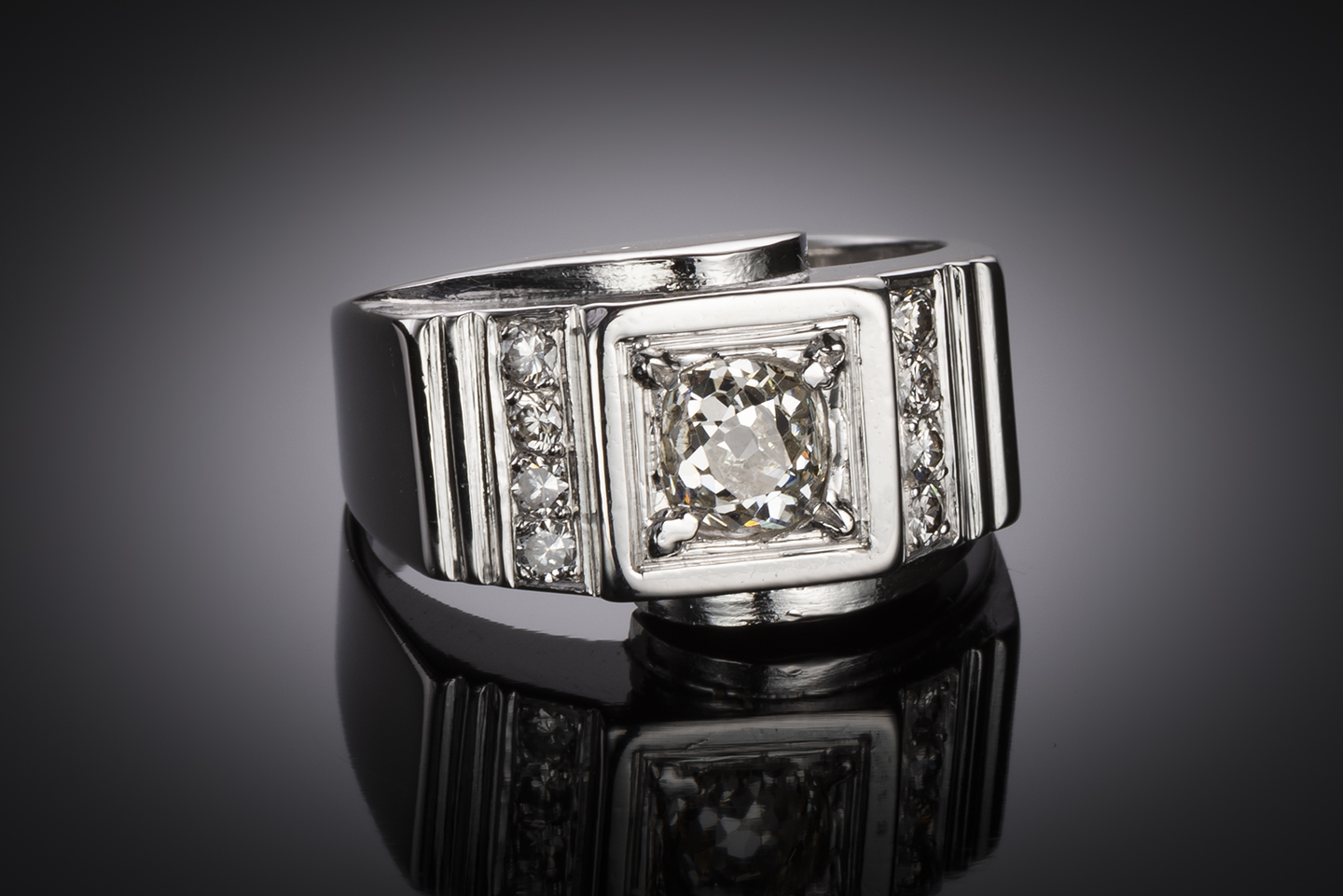 Bague moderniste vers 1935 diamants (1,30 carat)-2
