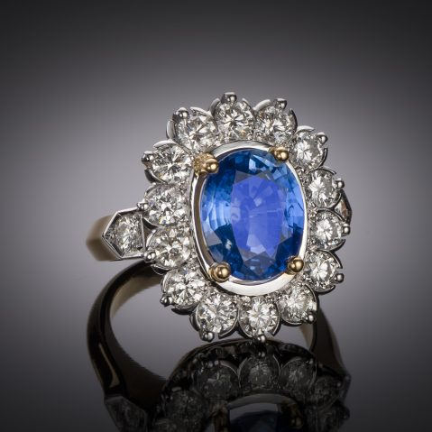 Bague saphir (3,70 carats) diamants (2 carats)