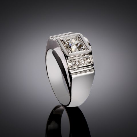 Bague moderniste vers 1935 diamants (1,30 carat)