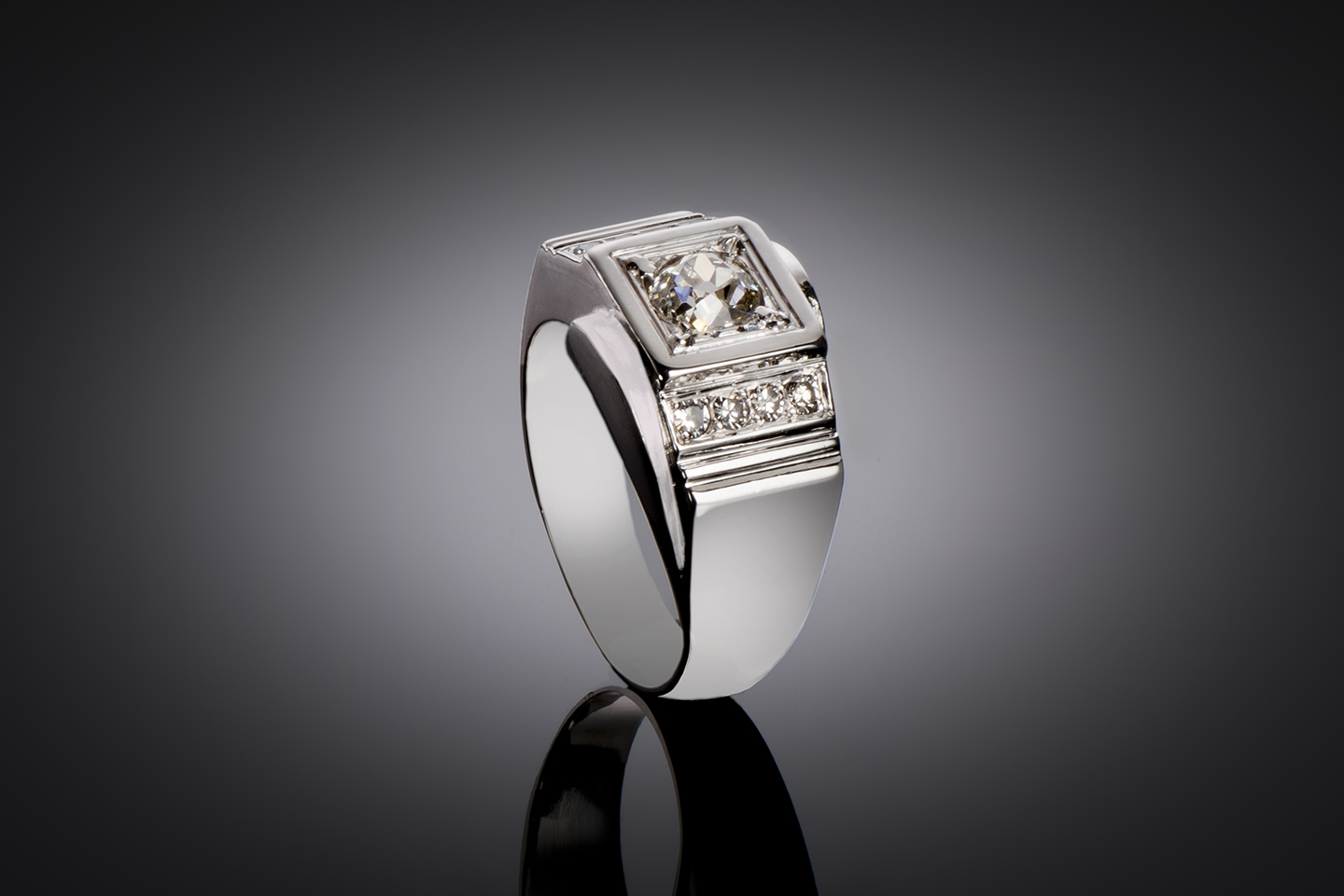 Bague moderniste vers 1935 diamants (1,30 carat)-1