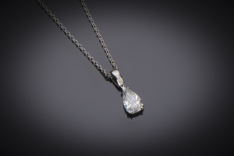 Pendentif et sa chaine diamant poire (1,02 carat – certificat LFG ESI1)-1