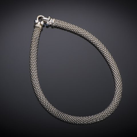 Collier or gris
