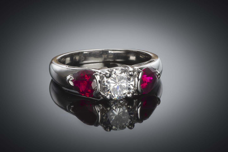 Bague diamant brillant (certificat GIA – Blanc exceptionnel) et rubis-1